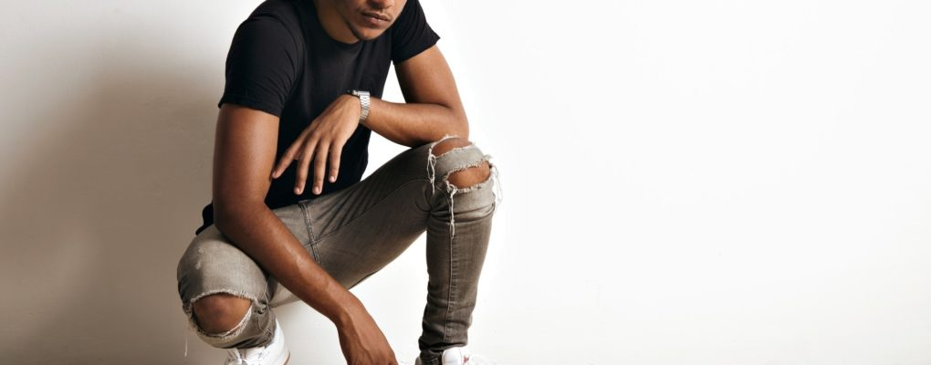 Как должны сидеть джинсы на мужчине?