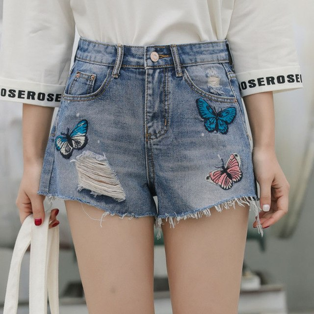 бабочки на джинсовых шортах
