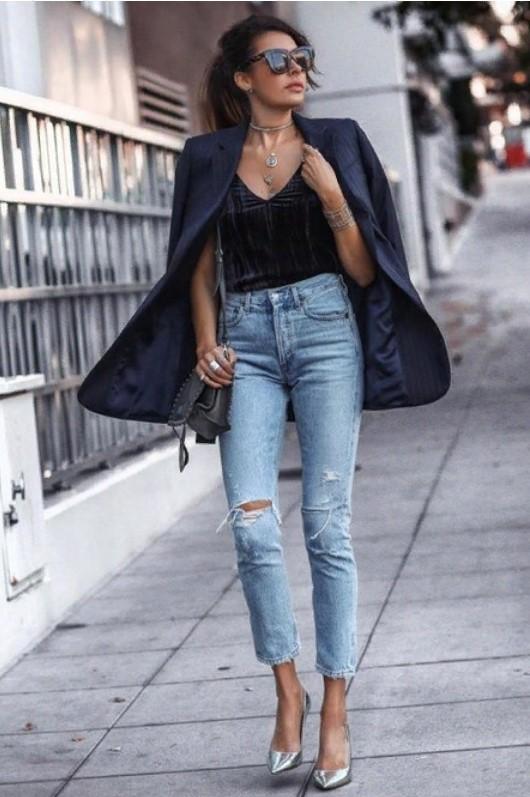 джинсы рваные с черным пиджаком