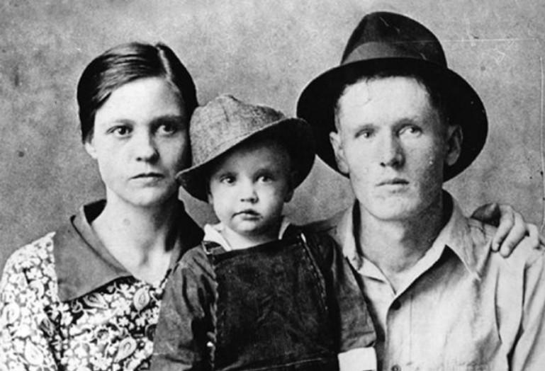 элвис с родителями