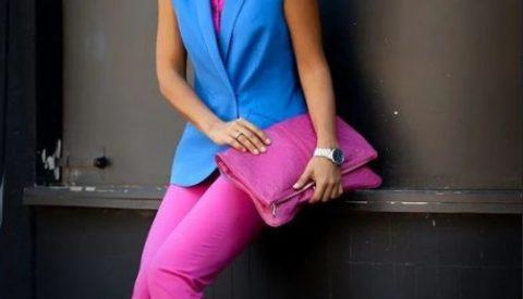 С чем носить розовые джинсы?