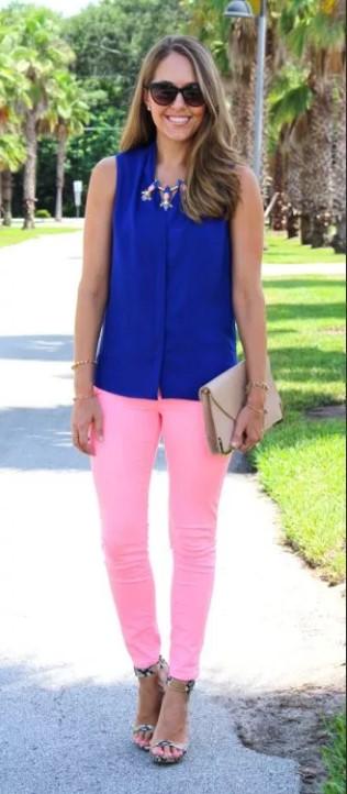 розовые джинсы с синией майкой