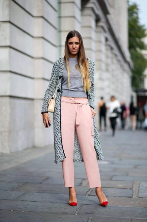 розовые джинсы с серым