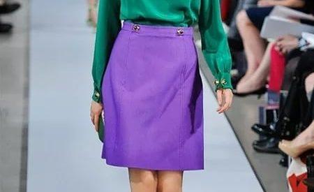 С чем носить фиолетовую юбку?