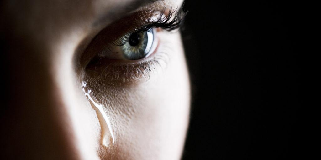 Чем мужчин раздражают женские слёзы