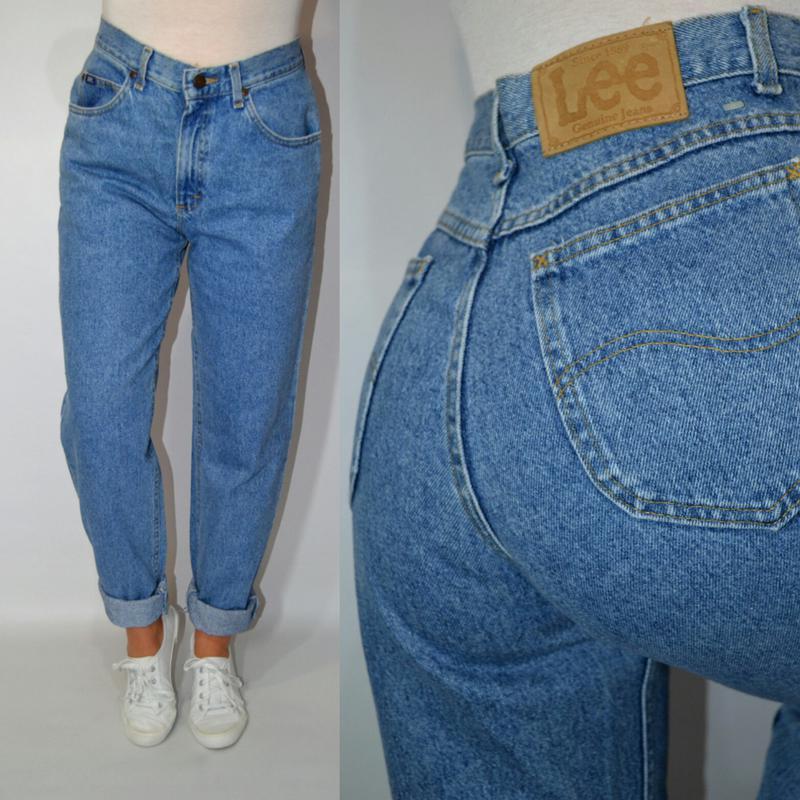 Как должны сидеть мом-джинсы