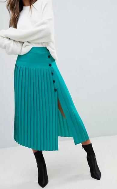 бирюзовая юбка миди с белым джемпером