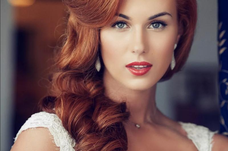 макияж к белому платью рыжым девушкам