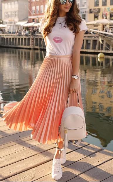юбка плиссе с футболкой