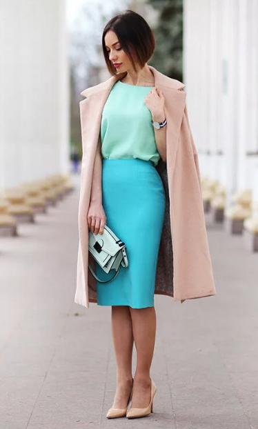 бирюзовая юбка и бежевое пальто