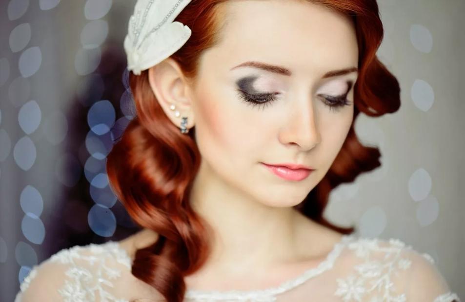 макияж к белому платью рыжым