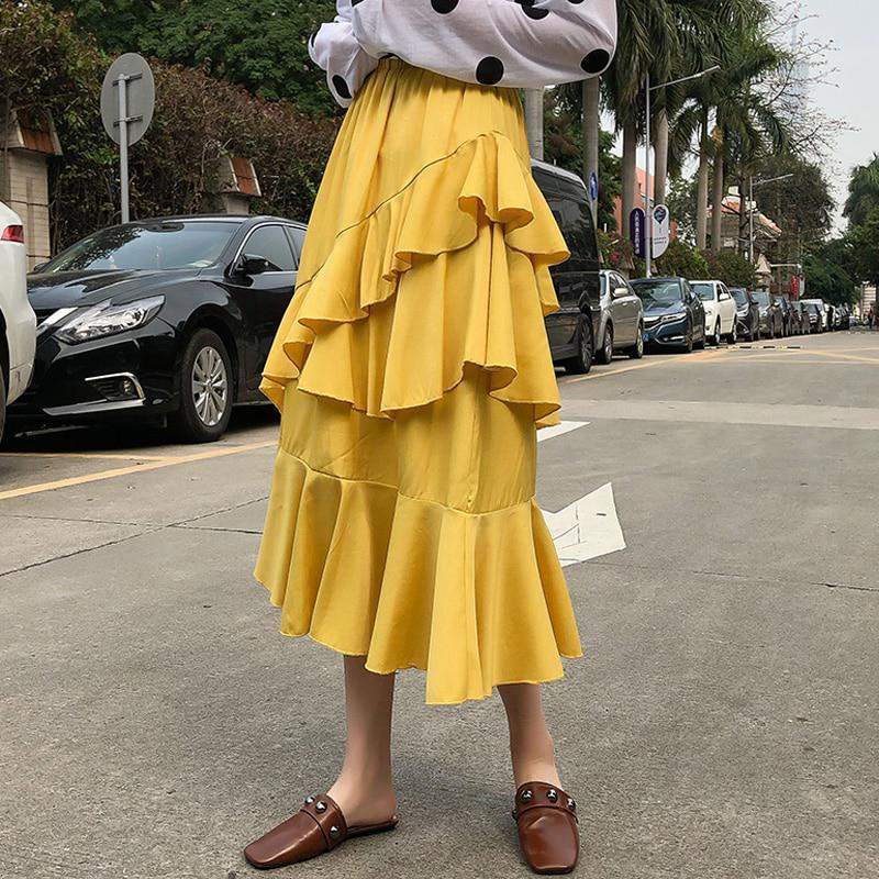 юбка с воланами на худой девушке