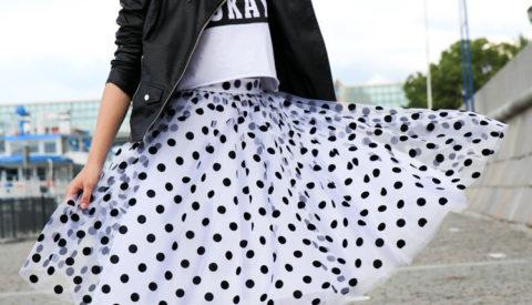 С чем носить юбку в горошек?