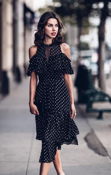 платье черное в горошек
