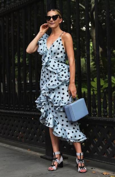 платье голубое в горошек