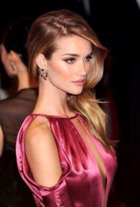 оттенок розового платья