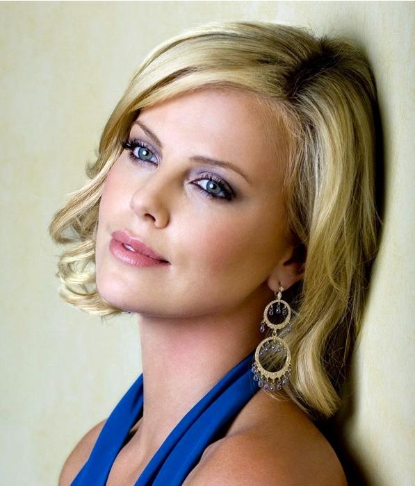 макияж под синее платье для блондинки 3