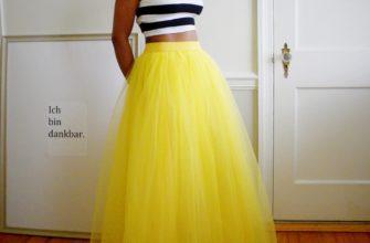 с желтой юбкой