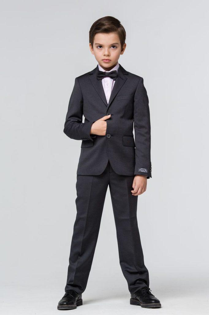 Классический пиджак: длина рукава до основания кисти.