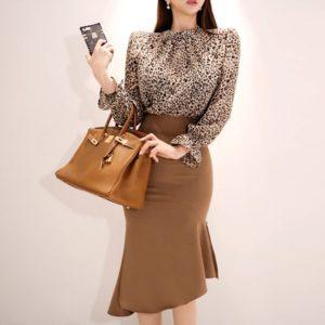 С чем носить блузку под «леопарда» на работу