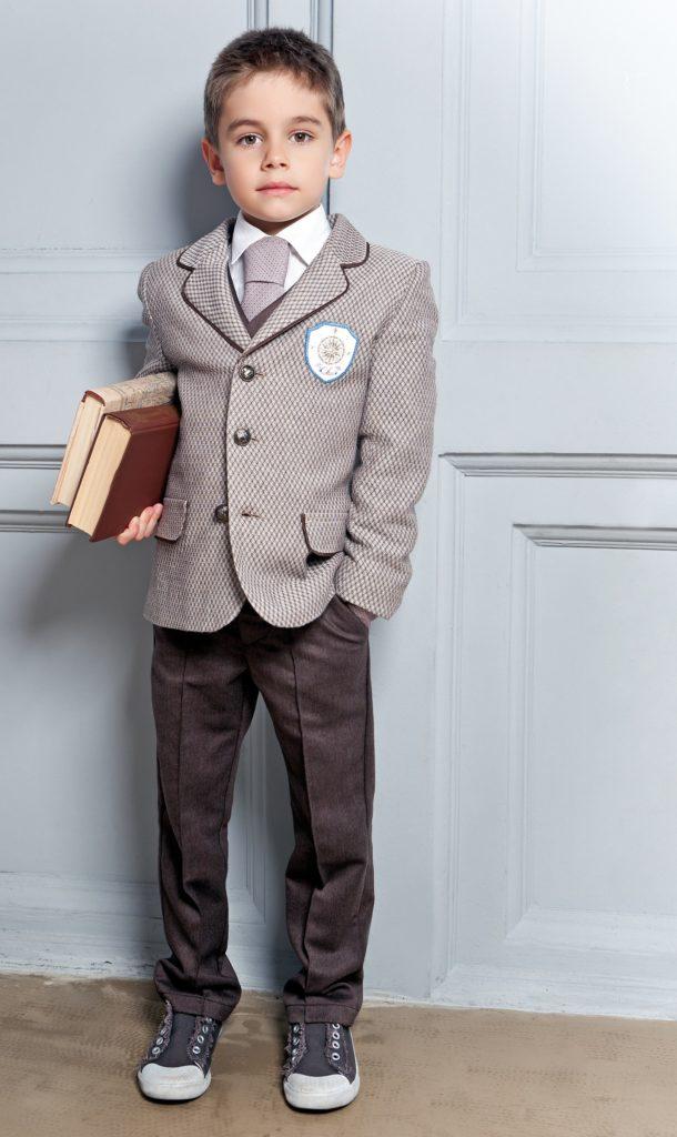 Модный костюм для мальчика.
