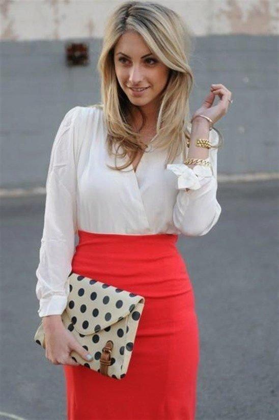 Блузка под красную юбку