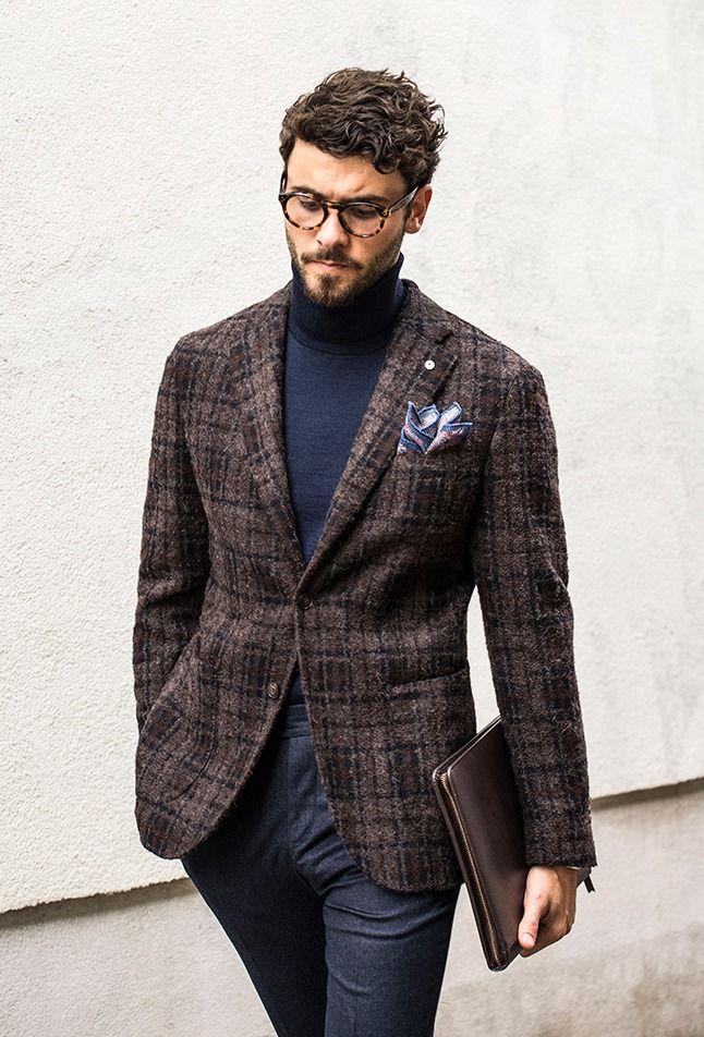 Мужчина в твидовом пиджаке.