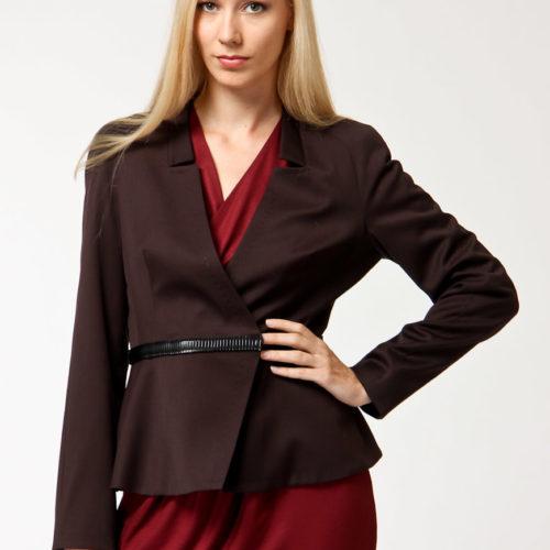 С чем носить коричневый пиджак женщинам