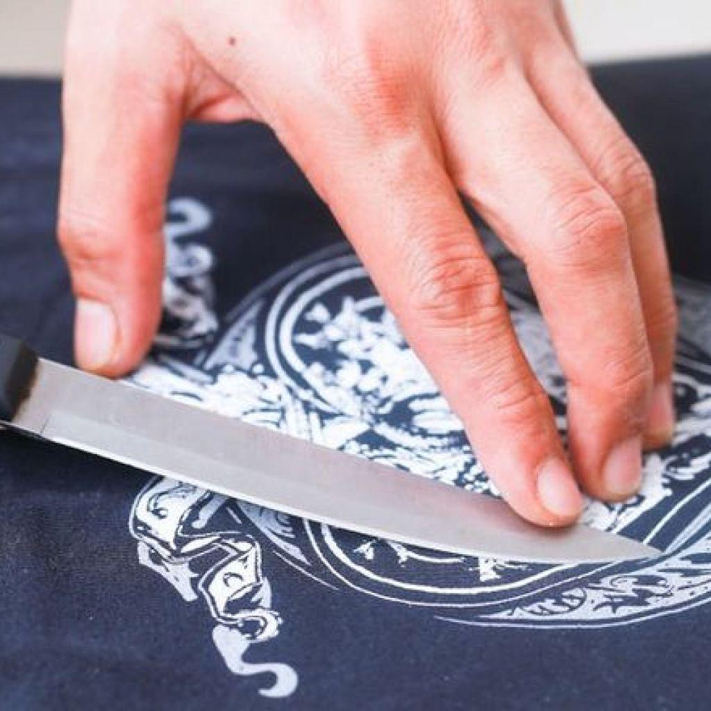 Как убрать надпись или рисунок с футболки вывести полностью
