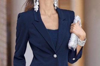 Темно-синий пиджак женский.