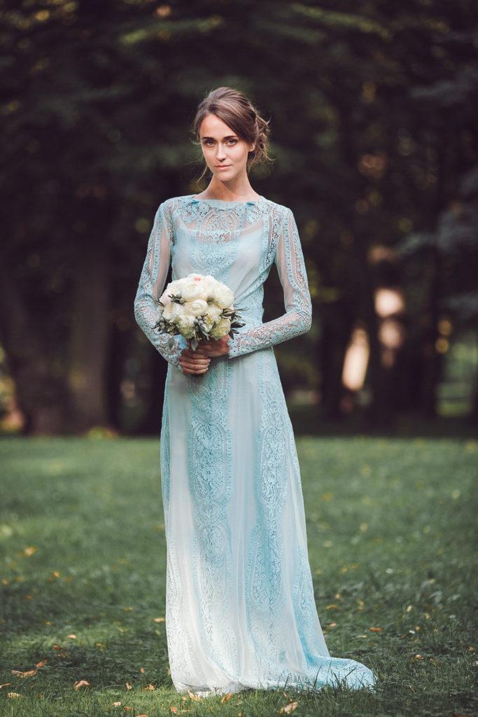 Свадебное платье с длинными рукавами.