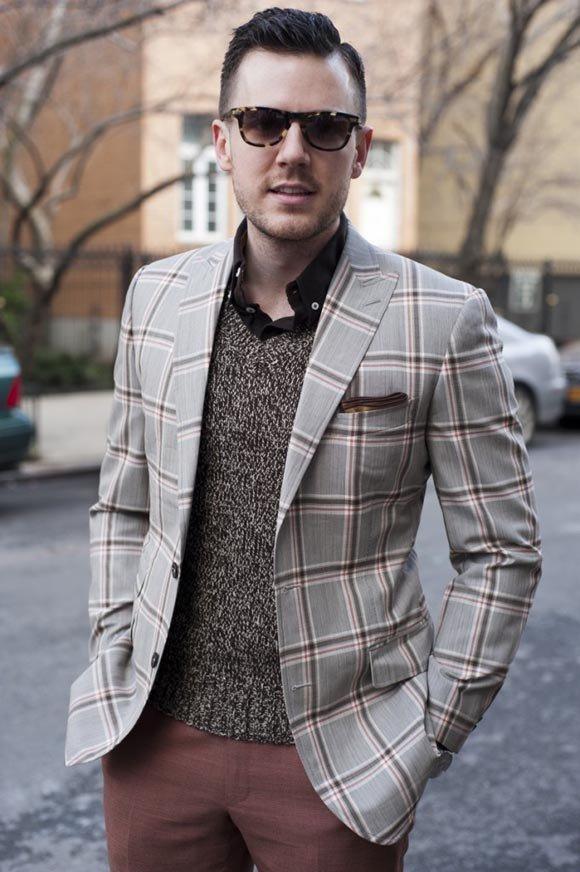 Пиджак со свитером.