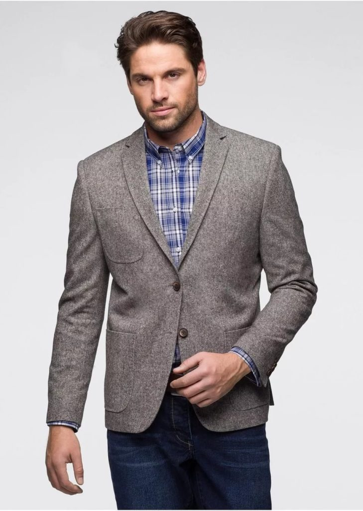 Твидовый пиджак с джинсами.