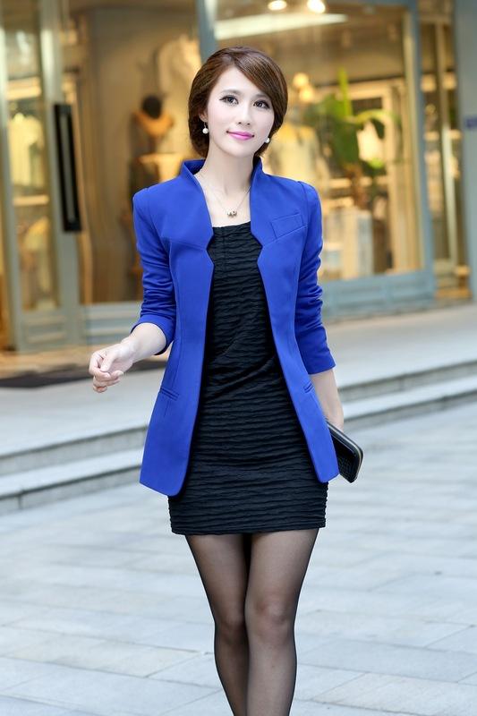 Синий пиджак с платьем.