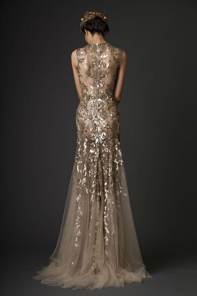 Золотистое свадебное платье.