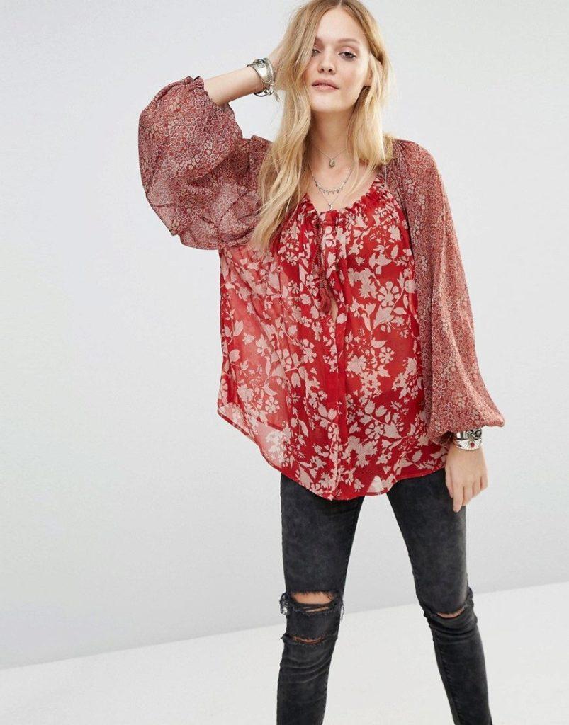 Блузка красная.