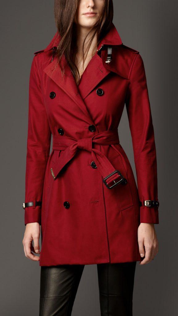 С чем носить красный тренч деловой стиль