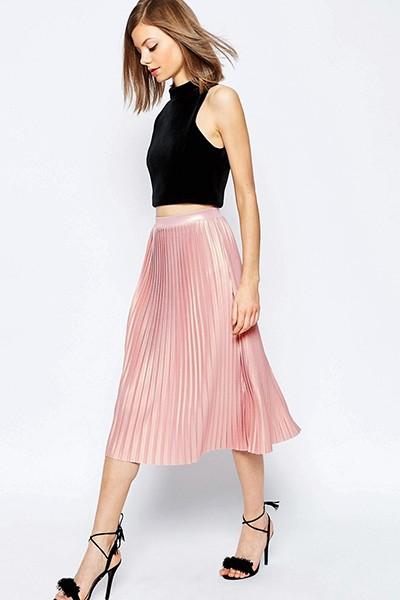 С чем носить розовую юбку плиссе?