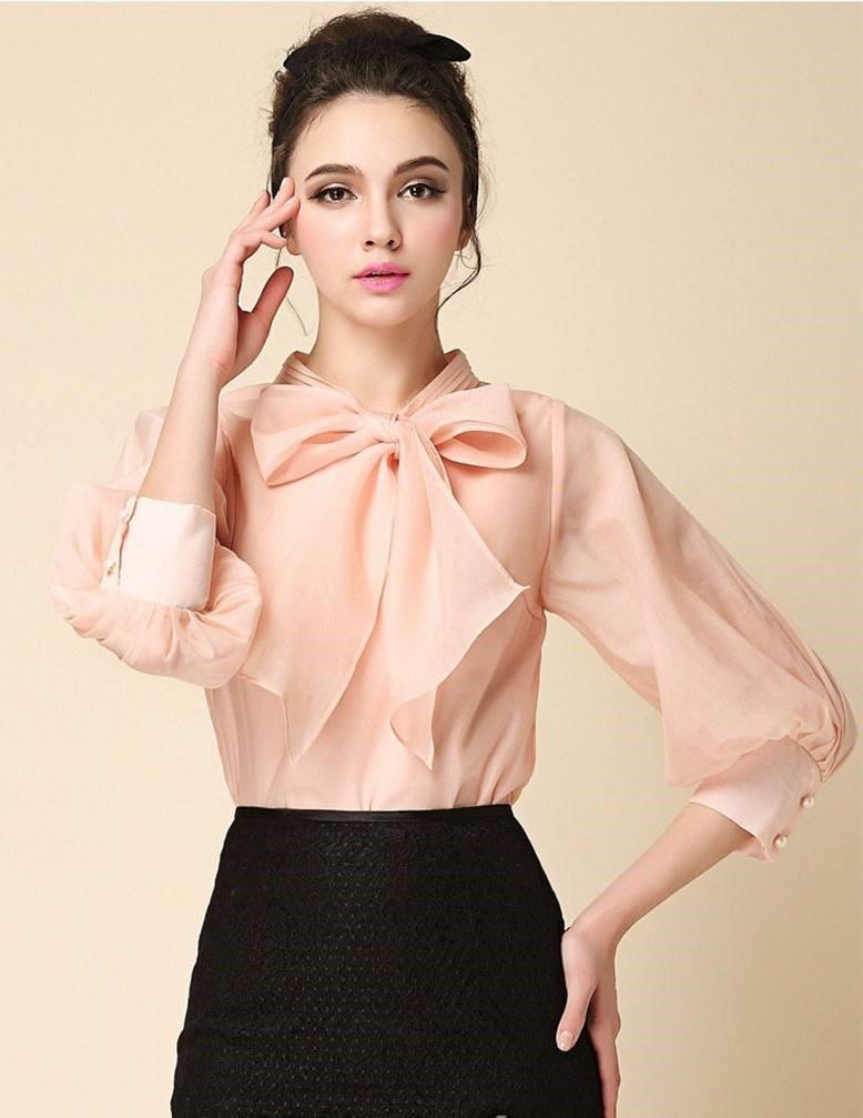 Блузка с бантом.