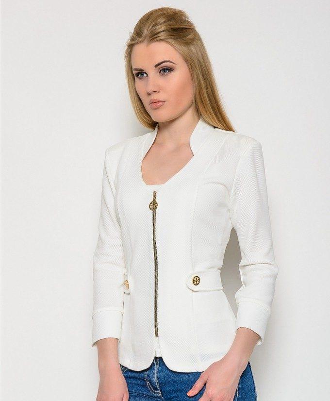 Белый пиджак на молнии.