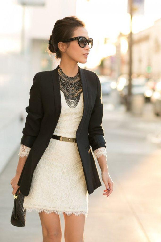 Чёрный пиджак с платьем.