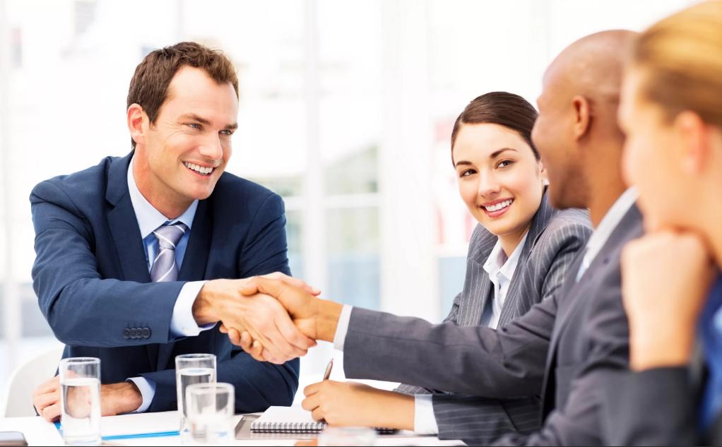 мужчина деловой бизнесмен на переговорах