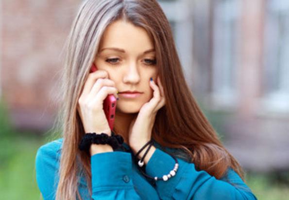 не отвечает на смс парень звонит девушка
