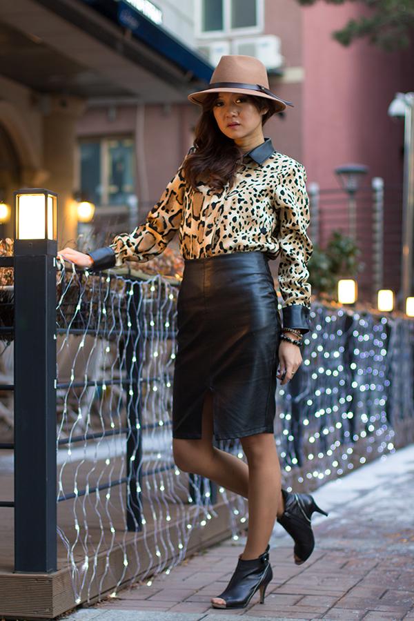 С чем носить блузку под «леопарда» когда холодно