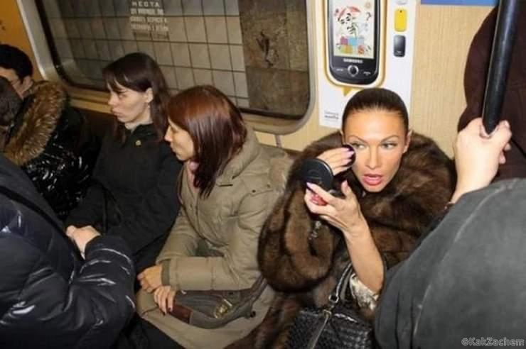 Эвелина Блёданс на общественном транспорте