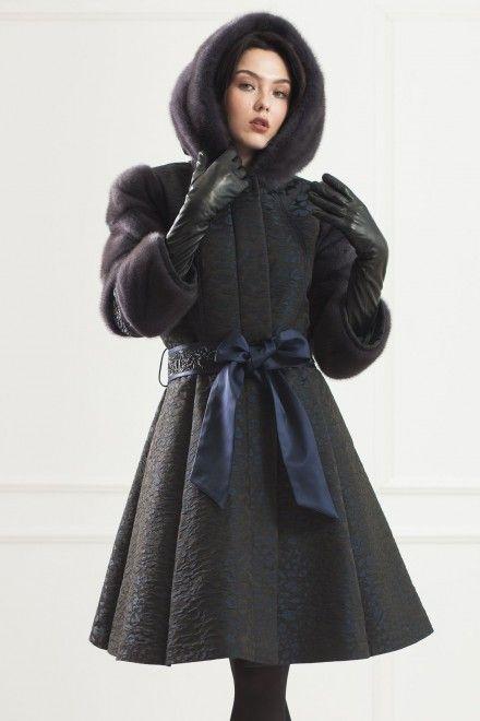 С чем носить пальто с капюшоном утепленное