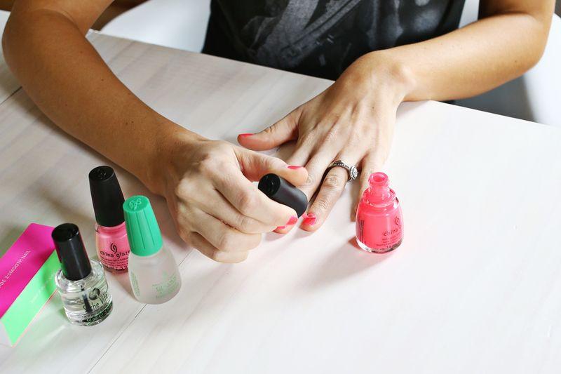 Как научиться красить ногти аккуратно