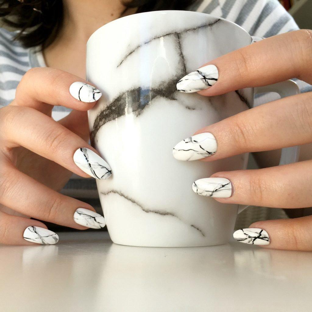 мраморные ногти белый с черным
