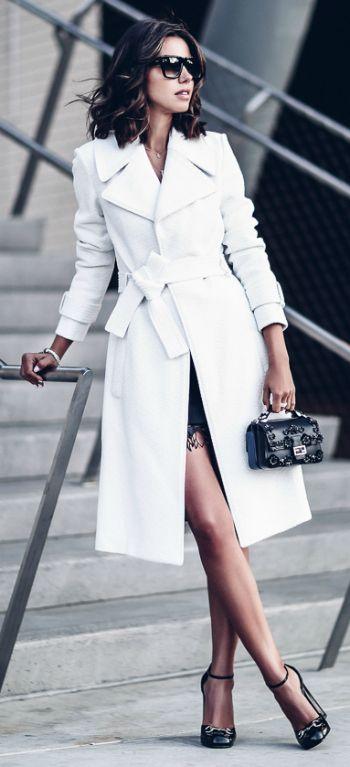 Белый тренч и платье.