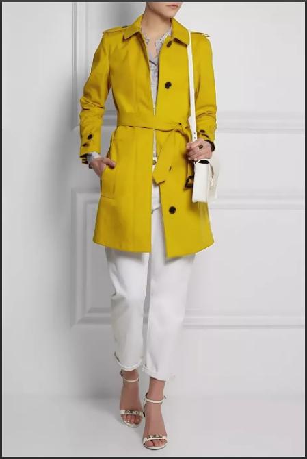 желтый плащ с белыми брюками